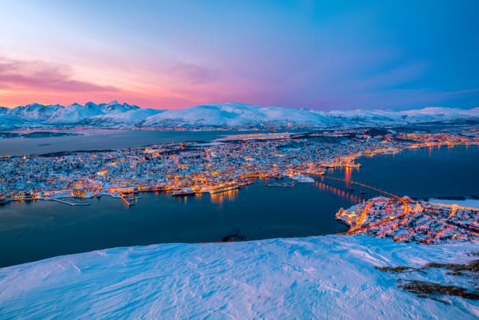 shutterstock 1565212888 e1625491932476 - Фьорды, водопады и история викингов: путешествие на север Норвегии