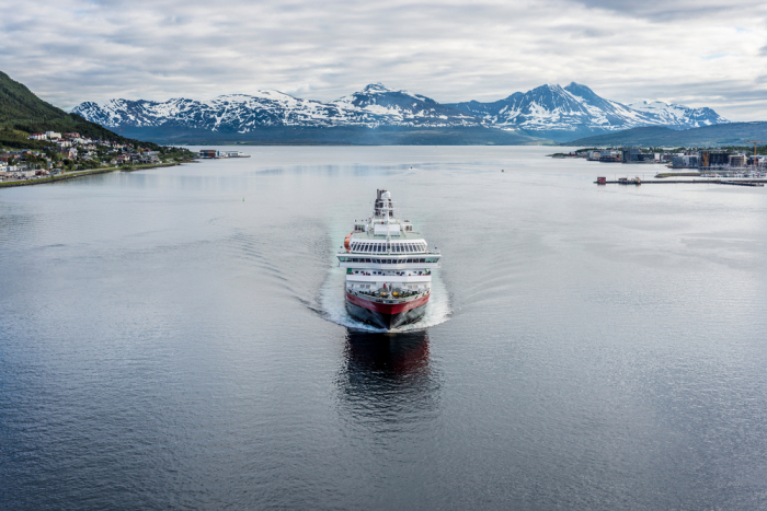 shutterstock 305687312 e1625492153747 - Фьорды, водопады и история викингов: путешествие на север Норвегии