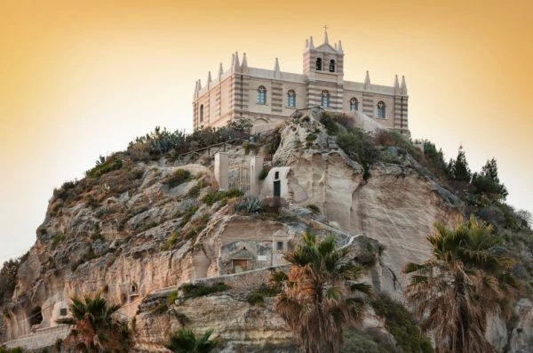 st mary cathedral tropea 600x397 1 - 12 секретов Тропеи
