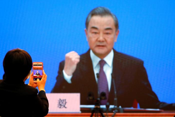 Китайские коммунисты требуют уступок от Вашингтона, совершая при этом воровство