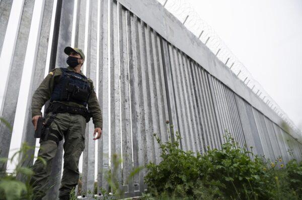 Греция возвела стальную стену вдоль турецкой границы