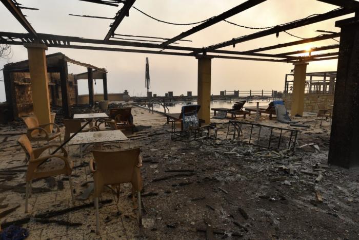 Тысячи жителей покидают столицу Греции из-за лесных пожаров