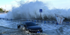 Китайские власти быстрее отреагировали на тайфун после того, как не справились с наводнением