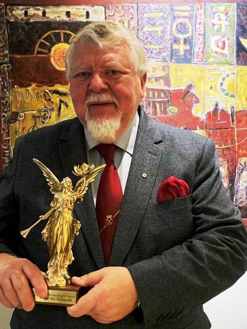 Выживший в коммунистической Польше получил премию в области прав человека за поддержку Фалуньгун