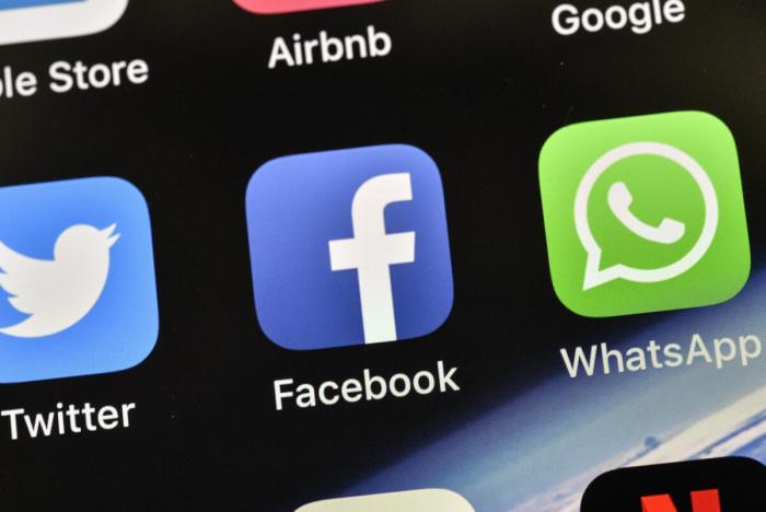 Facebook продолжает блокировать контент талибов, а Twitter сохраняетаккаунт представителя «Талибана»