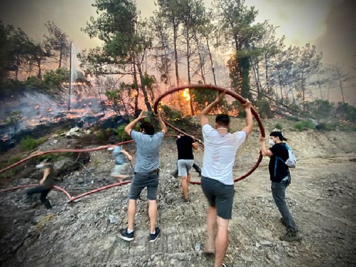Добровольцы из окрестных деревень – безвестные герои борьбы с огнём в Турции