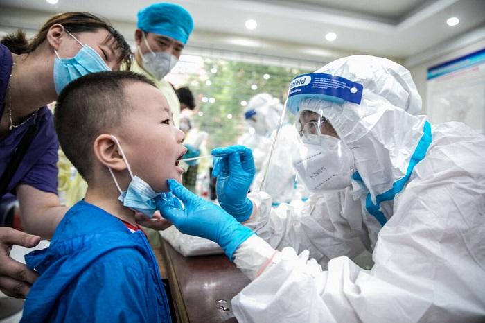 В Китае начали наказывать чиновников за распространение вируса
