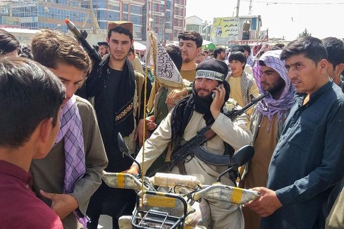 «Талибан» захватывает больше городов, официальные лица предупреждают о «гражданской войне» в Афганистане