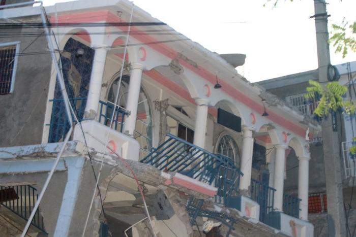 Землетрясение на Гаити унесло жизни более 300 человек