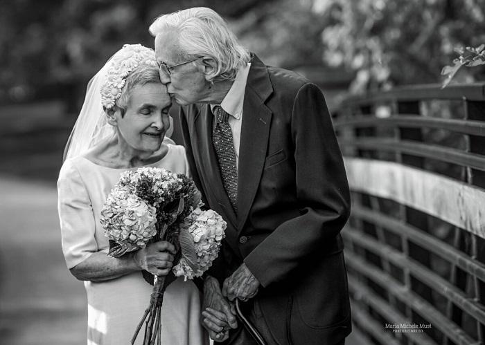 Профессорская супружеская пара отметила золотую свадьбу фотосессией