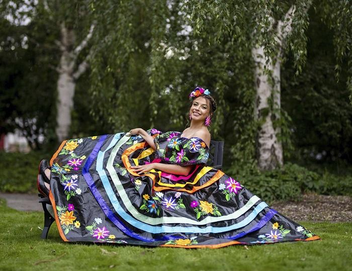 За выпускное платье в фольклорном стиле девушка получила приз в $10 тыс.