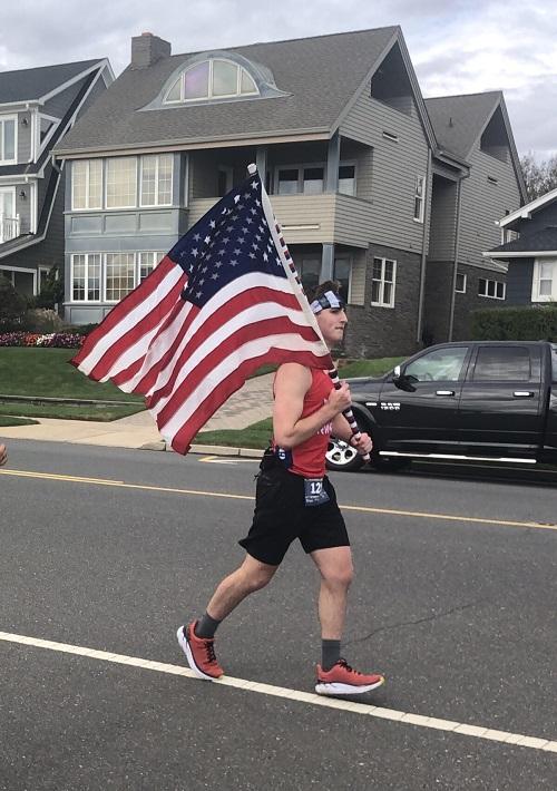 Подросток пробежал марафон и собрал средства на открытие дома для бездомных ветеранов