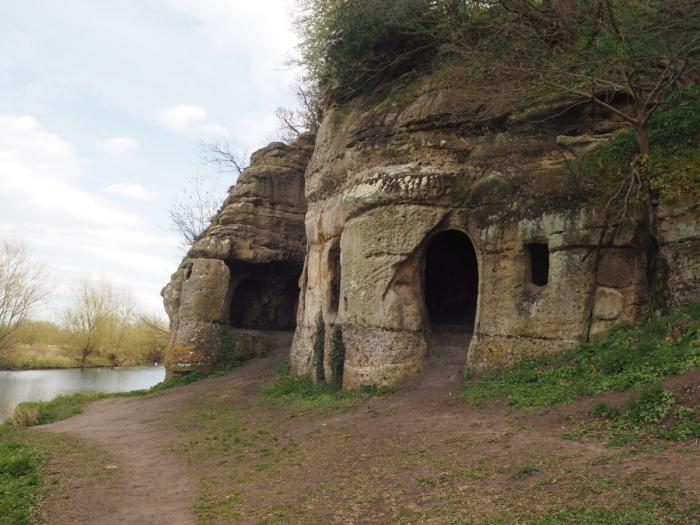 Пещера отшельников IX века в XVIII веке стала «романтической кельей»