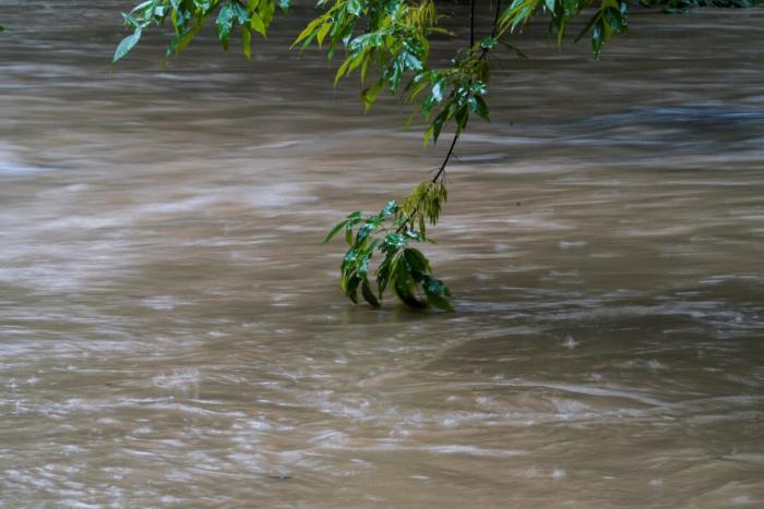 Ураган «Фред» вызвал сход оползней и наводнения на северо-востоке США
