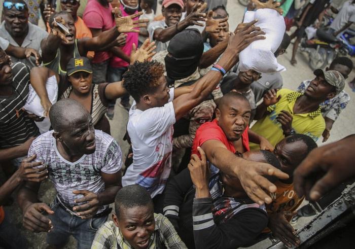Тропический шторм обрушился на Гаити
