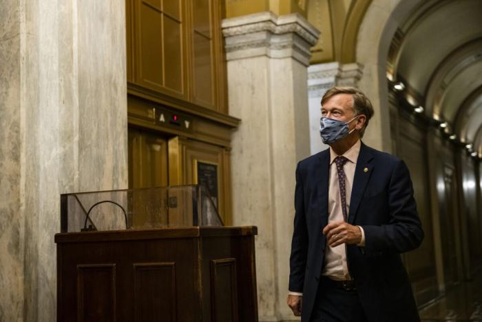 Трое сенаторов США заболели COVID-19, несмотря наполную вакцинацию