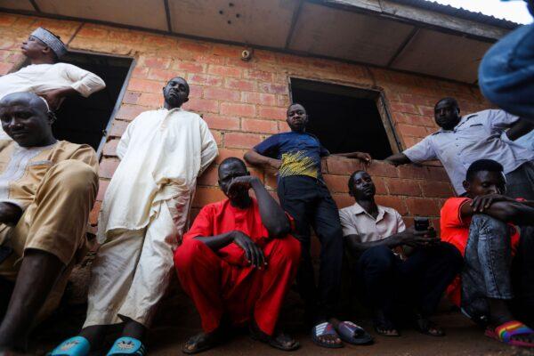 Отчаявшиеся нигерийцы продают дома и землю, чтобы освободить похищенных детей