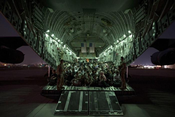 США эвакуировали из Афганистана более 37 тысяч американцев и беженцев