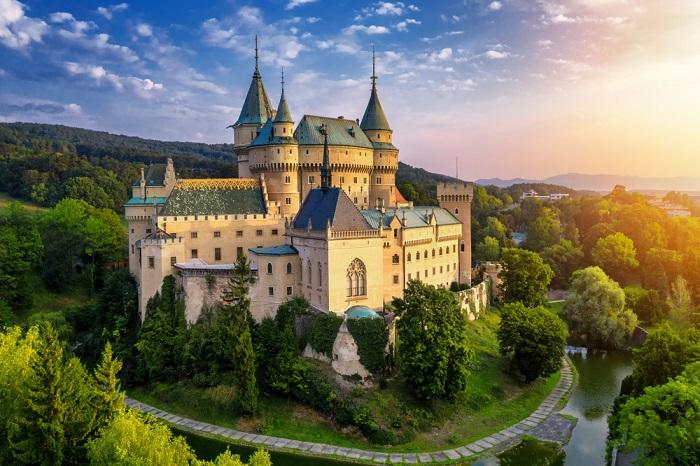 Бойницкий замок в Словакии – сказка в реальной жизни