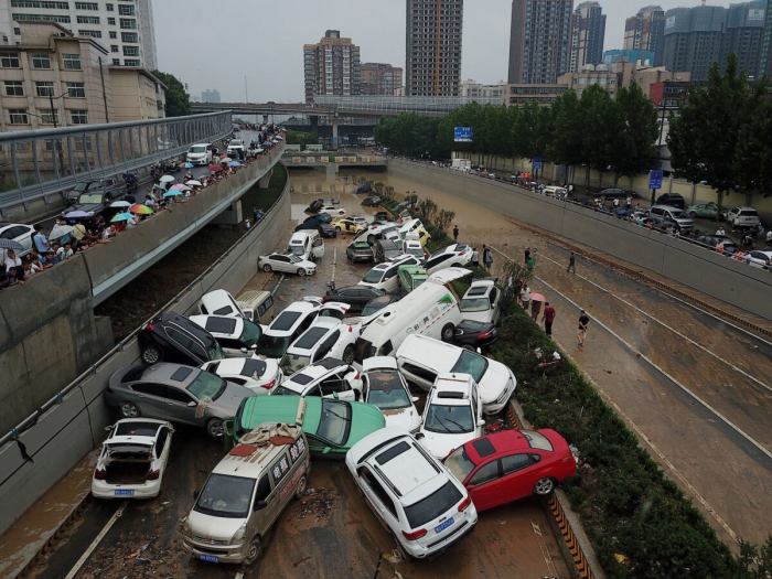 Премьер Китая посетил затопленный регион, но государственные СМИ сообщили об этом с большой задержкой