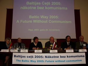 Рига, Латвия: Выступающие на Международном семинаре *Балтийский Путь 2005: будущее без коммунизма* 26 ноября 2005 г. Фото: Серж Пуро/Великая Эпоха