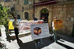 Иерусалим, Израиль: Участники митинга *Мир без коммунизма* провели шествие по старому городу Иерусалима 11 ноября 2005 г.  Фото: Юлия Гросс/The Epoch Times