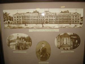 Внешний вид Фирсановского дома  для вдов и сирот (сверху) и Алексеевской церкви (снизу). Фото: Великая Эпоха
