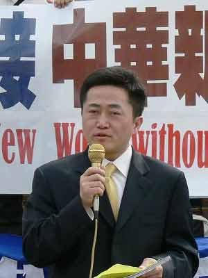 Выступает доктор Чарльз Ли. Фото: Epoch Times