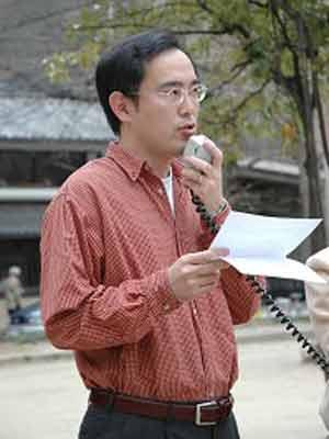 Спикер на митинге поддержки. Фото: The Epoch Times
