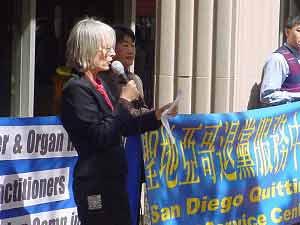 Последователь Фалуньгун: «Нужно остановить преследования Фалуньгун!» Фото: The Epoch Times
