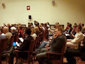 Участники международного форума. Фото: The Epoch Times