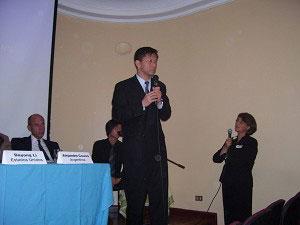 Выступает профессор Се Тянь. Фото: The Epoch Times
