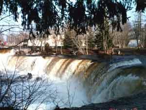 Водопад «Ниагара», названный так за характерное сходство с одноименным известным водопадом. Фото предоставлено автором