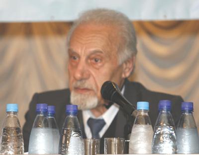 Выступление Арутюнова А.А. на форуме *Будущее без коммунизма* в Москве. Фото: Великая Эпоха