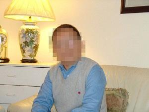 Бывший китайский журналист, который работал для заграничной телевизионной станции, рассказывает о секретном концентрационном лагере в северо-восточном Китае, используемым китайским коммунистическим режимом для преследования практикующих Фалуньгун. Лицо журналиста в целях безопасности скрыто. Фото: Epoch Times
