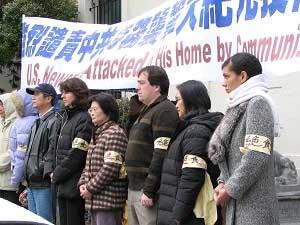 Сотрудники Epoch Times и другие небезразличные люди принимают участие в голодовке перед китайским консульством в Сан-Франциско в знак протеста против продолжающихся преступлений компартии как в самом Китае, так и за рубежом. Фото: Epoch Times