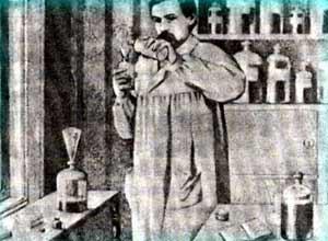 Г.А. Брокар в своей лабораторииФото: *Московский Журнал*.