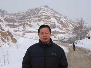 Адвокат Гао Чжишен у себя на родине в северном Шааньси. Фото: Е Шуан