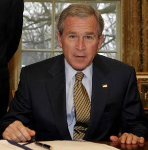 Президент США Джорж Буш. Фото: ANDREW COUNCILL/AFP/Getty Images